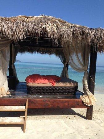Secrets Wild Orchid Montego Bay: Preferred Beach area - Beach Hut...LOVE THIS!