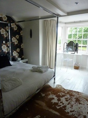 The Miller of Mansfield: Room 9 with its ;lovely bay window