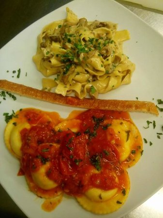Il Ritrovo: Duo de ravioli e pasta com cogumelos