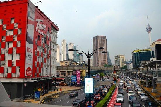Tune Hotel Kuala Lumpur: Tune Hotel with the KL Tower