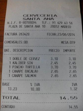 Cerveceria Santa Ana : Picoteo para dos. La tortilla no me gustó, los canapés estaban buenos.