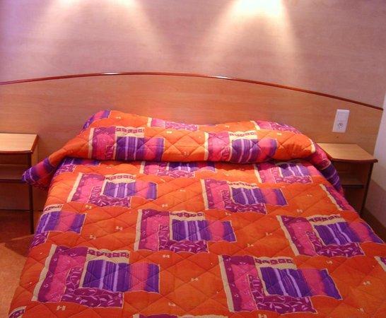 Hotel Restaurant Acotel Confort : Chambre double-