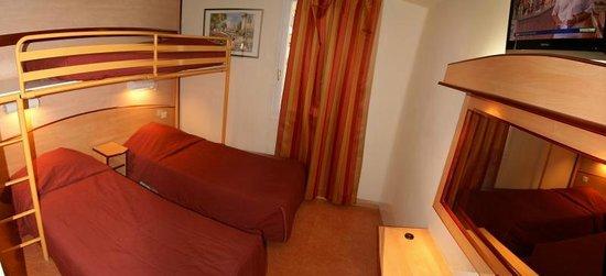 Hotel Restaurant Acotel Confort : Chambre triple à 3 lits