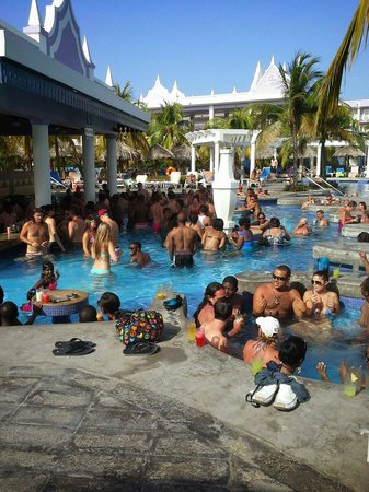 Hotel Riu Montego Bay: Too many people for me.