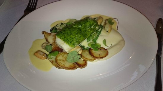 Marwell Hotel: Main Course (Plaice with herb crust)