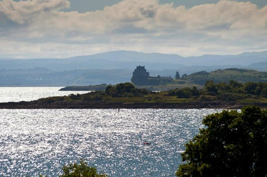 Isle of Mull Hotel & Spa: View from hotel bedroom to Duart Castle
