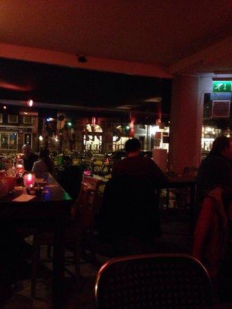 Marriott Amsterdam: Ambiance bar de l hôtel la nuit