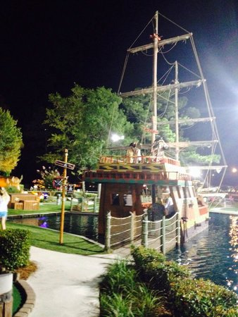 Pirate's Island Adventure Golf: This is the only cool/neat thing about this place