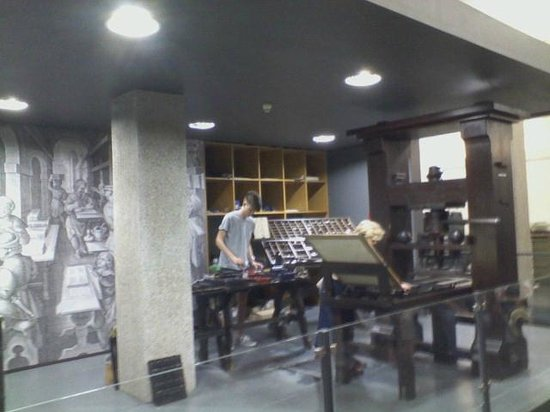 Gutenberg Museum: preparing the press