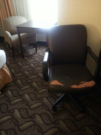 Holiday Inn Express Lompoc: Desk chair in our room