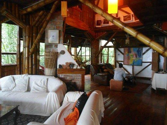 Finca Punta Ayampe: Dentro de la sala de estar
