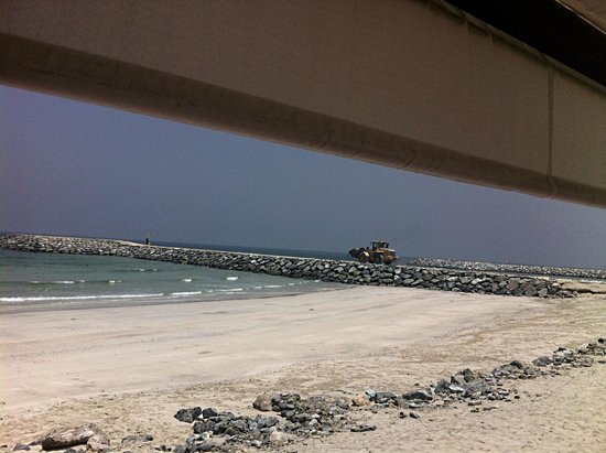 The Ajman Palace Hotel: building equipment on the beach