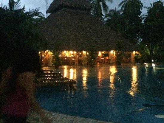 Clandestino Beach Resort: pool and restaurant
