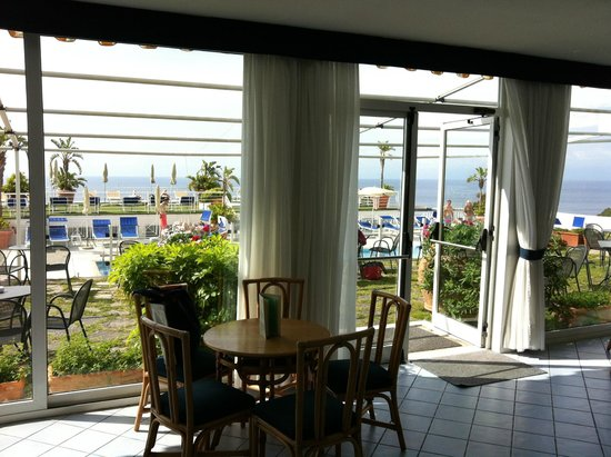 ELMA Park Hotel Terme & Centro Benessere: giardino bar