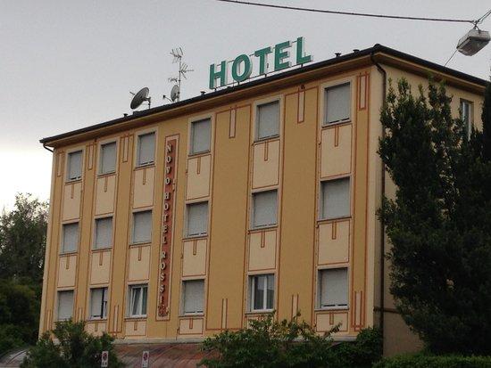 Novo Hotel Rossi: вид на отель с улицы