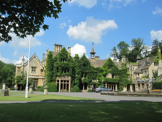 The Manor House Hotel and Golf Club: Front of the Main house