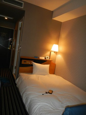 APA Hotel Kyoto Eki Horikawadori: typical 3 star standard size. looks decent nice.