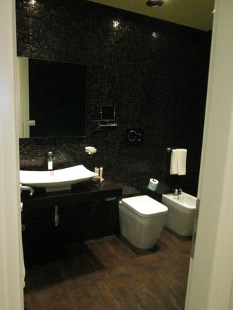Hotel Caravita : pretty mosaic tiles covered the walls