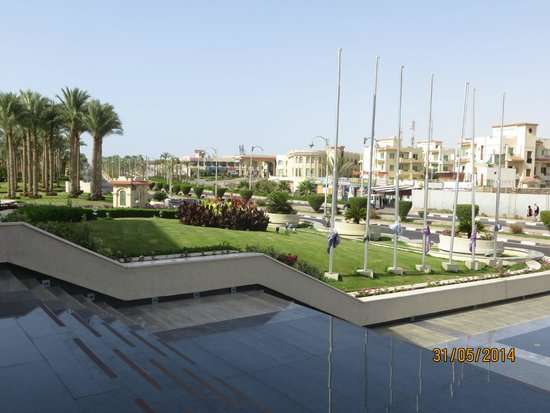 Rixos Sharm El Sheikh: Front of hotel street view