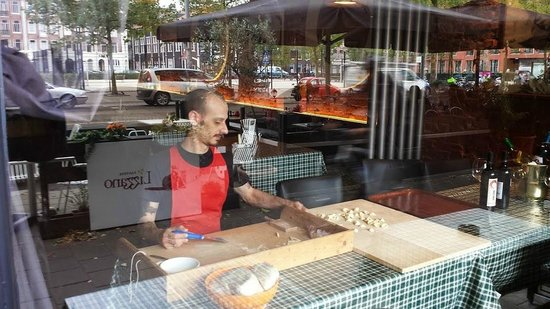 Casa Nostra: Manuel preparing today's fresh pasta in the front window, lots of people enjoy watching!