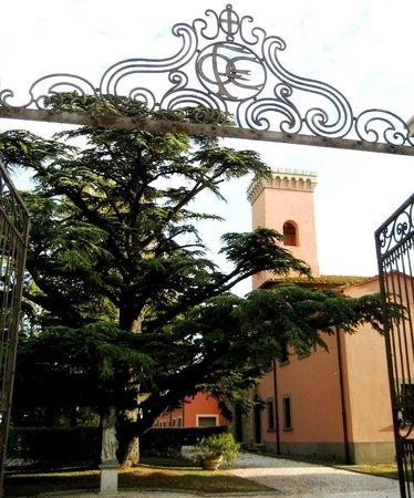 """Crespina, Itália: La """"Casa Turrita"""". La villa, antica proprietà dei Pitti, che dà il nome alla Tenuta."""