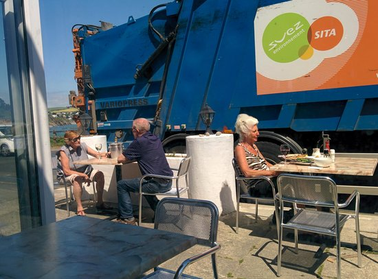 Sea Kitchen Looe: eating next to a garbage truck
