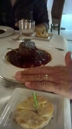 Les Cepages Restaurant: Filet Mignon w/ Potato Gratin