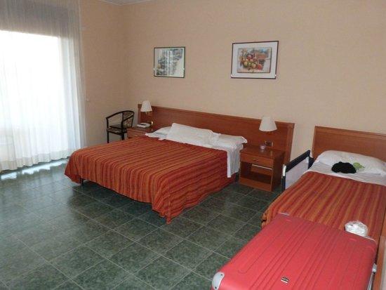 Hotel Conte di Cabrera: CHAMBRE