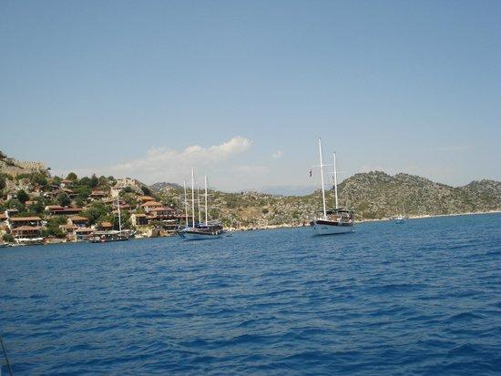 Church of St. Nicholas: Яхты, чистое море чистое, живописный остров. Здорово было там поплавать