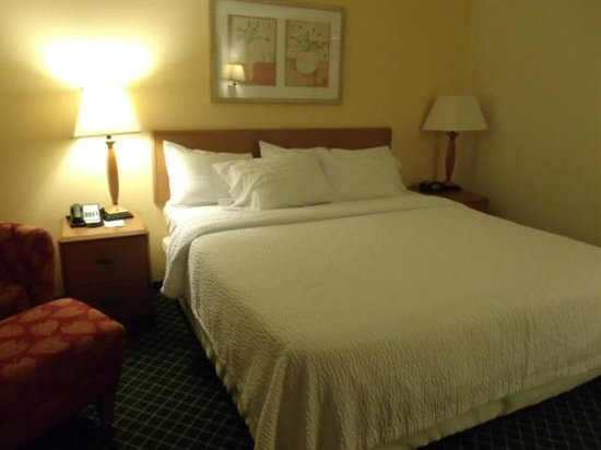 Fairfield Inn & Suites State College: King Bed Room