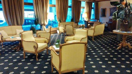 Hotel Bernina 1865: hall d'entrée