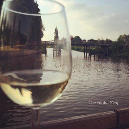 Hotel-Restaurant De Stadsherberg: Proost vanaf De Stadsherberg terras.  Genieten met dit uitzicht!!
