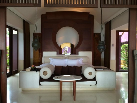 Phulay Bay, A Ritz-Carlton Reserve: The massive bed!