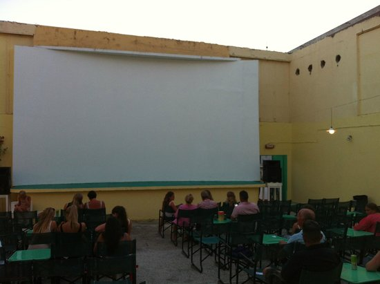 Swallow Studios : open air cinema before it filled up