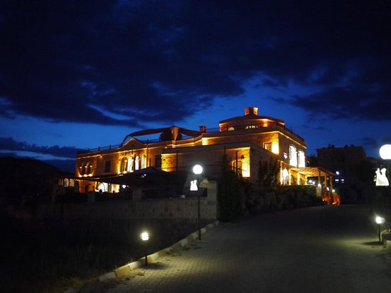 Goreme Inn Hotel: Night view