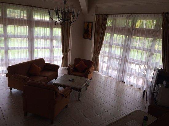 Bintan Lagoon Resort: Buganvil Living Room