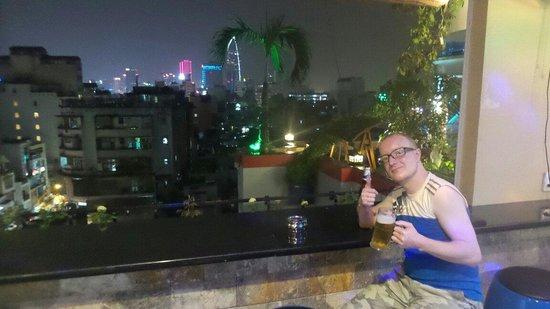 Duc Vuong Hotel: Rooftop bar is