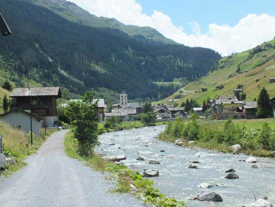 Hotel Rovanada: Blick zum Dorf Vals vom Hotel aus