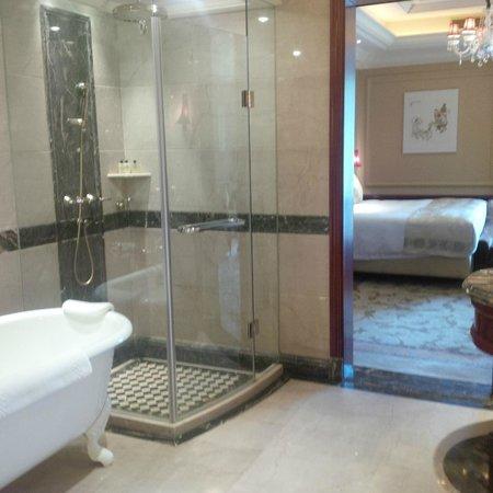 InterContinental Shanghai Ruijin: bathroom