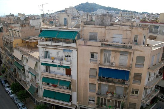 Hera Hotel : View of street below