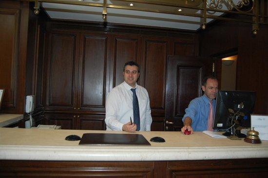 Hera Hotel : Reception - staff were very helpful!