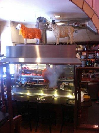 Adana Grillhaus: Cocina y parrilla