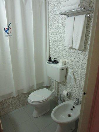 VIP Executive Diplomático Hotel : bagno con asciugacapelli, vasca, doccia e bidet!