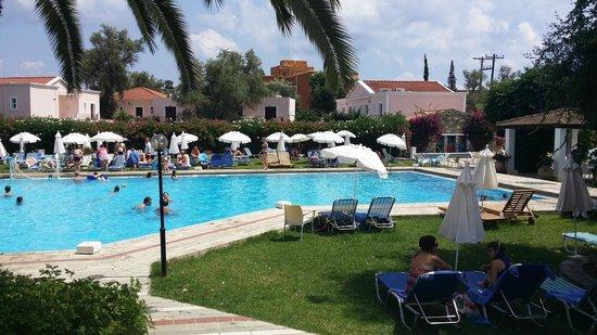 SENTIDO Apollo Palace : première piscine près de la réception