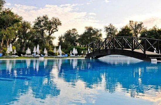 SENTIDO Apollo Palace : deuxième piscine à coté de notre chambre avec une pataugeoire très pratique