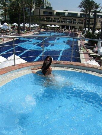 Limak Atlantis Deluxe Hotel & Resort : Вид на главный бассейн