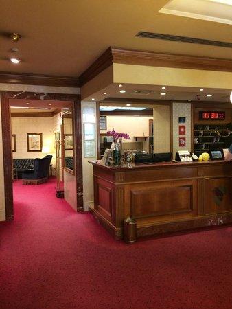 Hotel Berna: Hotel reception