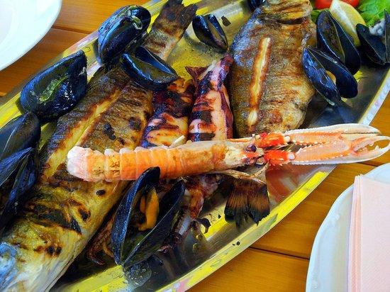 Konoba Mlinice: Piatto di pesce per due persone