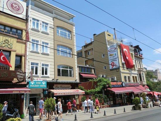 Star Holiday Hotel : Расположение отеля с улицы