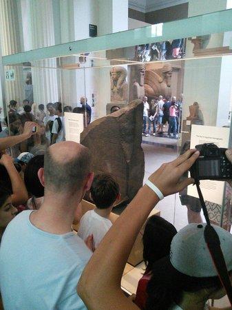 British Museum : Vous voulez approchez la Pierre de Rosetta. ?  Alors accrochez-vous !